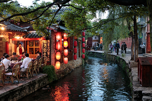 Lijiang-A-Busy-World-Heritage-Listed-Tourist-Town-in-China